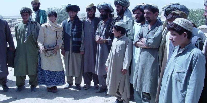 2002 - 아프카니스탄<br> 아프카니스탄 현지인들과 함께 (2002.10.24.)
